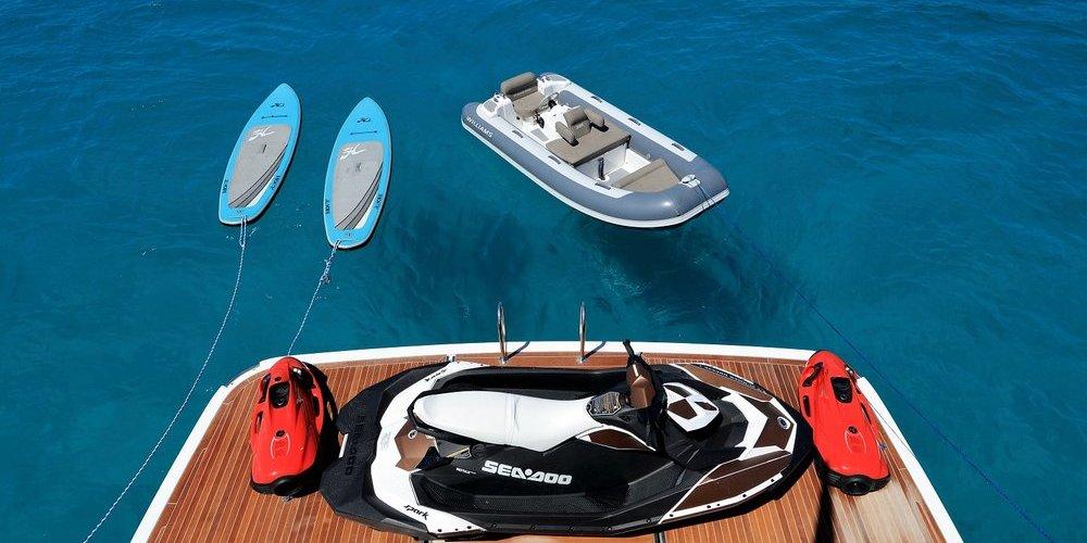 Plusieurs loisirs possibles sur le yacht summer breeze 1