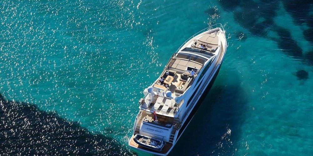 Vue depuis un drone du yacht summer breeze 1